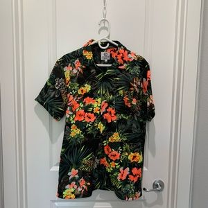 Other - Hawaiian style button up t shirt.